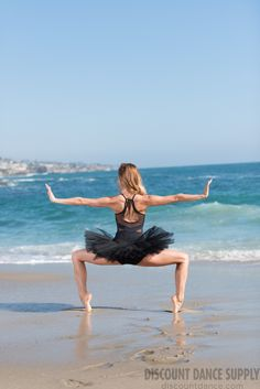 Dance Picture Poses, Dance Photo Shoot, Dance Poses, Dance Pictures, Beach Pictures, Ballet Pictures, Royal Ballet, Dark Fantasy Art, Beach Dance Photography