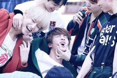 BTS // I don't even know what's going on.. BUT LOOK AT V'S HAIR. IT'S BLONDE *-*
