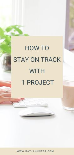 Get tips on how to stay on track with one project and not get tempted by new creative ideas. You can end up not finishing anything if you keep jumping from project to project. Learn how to stay on track on this post. Just click through. #productivity #creativeprojects Creative Circle, Creative Ideas, Creative Business, Business Tips, Spell Your Name, Stay On Track, Simple Blog, Build A Blog, Fight Or Flight