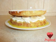 Tort Victoria sponge, după rețeta lui Jamie Oliver, cu un blat extrem de pufos. Victoria Sponge, Sweet Pie, Sweet Bread, Jamie Oliver, Hot Dog Buns, Hot Dogs, Sweet Tooth, Cupcake, Bacon