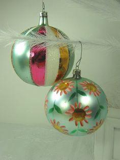 Christmas Past, Retro Christmas, Christmas Stuff, Xmas, Vintage Holiday, Glass Christmas Tree Ornaments, Christmas Decorations, Old Fashioned Christmas, Vintage Ornaments
