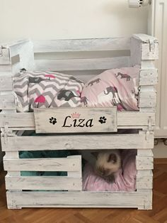 Dog crate diy pallets cat beds Ideas for 2019 Cat Crate, Crate Bed, Diy Dog Crate, Crate Nightstand, Crate Table, Diy Cat Bed, Cat House Diy, Pet Beds, Dog Bed