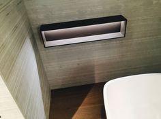 Badevergnügen mit Stil. Diese Ablagefläche aus lackiertem Holz dient der Aufbewahrung von Waschutensilien für die Badewanne. Das Besondere daran sind die integrierten LED-Streifen an der Innenkante des Kästchens. Somit kann man trotz schummrigen Lichts alle Lieblingsartikel gut finden. Paddy Artist Interiors . . . . #luxury #luxurylifestyle #goals #homegoals #lifestyle #interiordesign #interiordesignvienna #interiorlove #interior4all #bathtub #luxurybathtub #bath #bathroom #luxurybath… Interiordesign, Floating Nightstand, Furniture, Home Decor, Bath Tube, Timber Wood, Floating Headboard, Decoration Home, Room Decor