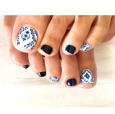 Looking for new and creative toe nail designs? Let your pedi always look perfect. We have a collection of wonderful designs for your toe nails that will be appropriate for any occasion. Be ready to explore the beauty and endless creativity of nail art! Pedicure Nail Art, Toe Nail Art, White Pedicure, Blue Toe Nails, Pretty Toe Nails, Feet Nails, Blue And White Nails, Hair And Nails, Nail Arts