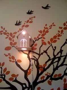 mooi lampje in de boom. Leuk met vliegende vogeltjes erbij.