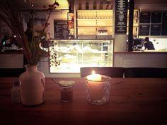 Barefood Deli Bar: pretty romantic candlelight atmosphere