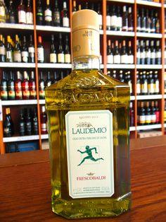 """OLIVOVÝ OLEJ Frescobaldi Laudemio extra virgin 0,5 L  ..... www.vinopredaj.sk .....  V stredoveku termín Laudemio označoval časť úrody vyhradenú pre feudálneho pána. Najlepšia časť úrody """"Laudemio"""" bola ponúknutá šľachticovi. Tento názov je dnes už synonymom prestíže a kvality.  #olivovyolej #laudemio #frescobaldi #extravirgin #olivovy #olej #extra #virgin #inmedio #delikatresy #delishop #olio #vergine #ochutnaj #taste"""