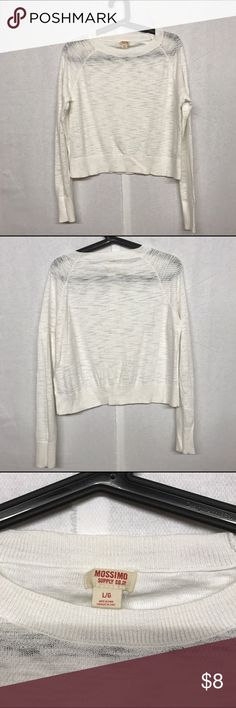 Cute crop top I'd love to answer your questions regarding to the item.  Also love to offer a 25% discount if you buy 4 or more. Thanks for checking my closet, hope you'll find things you like here. I always ship safely and quickly. Mossimo Supply Co. Tops Crop Tops