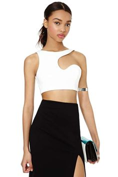 Made The Cut Crop Top, short waisted dressy futuristic star wars star trek spaceship type white top shows midraff abdomen with sexy black shirt, February 2015 Passion For Fashion, Love Fashion, High Fashion, Fashion Outfits, Womens Fashion, Fashion Trends, Topshop Outfit, Cropped Tops, Haute Couture Style
