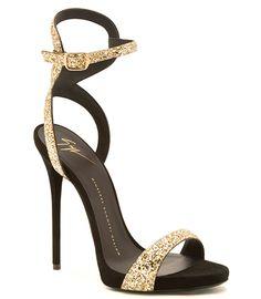 Sandales en veau velours strassé Giuseppe Zanotti http://www.vogue.fr/mode/shopping/diaporama/les-plus-belles-chaussures-sandales-escarpins-mode-pour-les-fetes-de-noel/24499#sandales-en-veau-velours-strass-giuseppe-zanotti