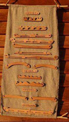 norse or viking bag Viking Garb, Viking Reenactment, Viking Dress, Viking Clothing, Viking Jewelry, Viborg, Medieval Crafts, Viking Culture, Viking Life
