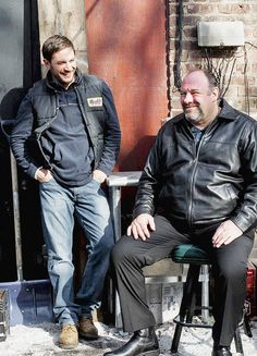 Tom Hardy and James Gandolfini on the set of The Drop Tom Hardy The Drop, Clothes For Men Over 50, Tom Hardy Legend, Tom Hardy Photos, Really Good Movies, Tony Soprano, Thing 1, Tommy Boy, Fight Club
