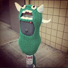 Meter Monster: yarn bomb (randomly covering public items and places with your knitted or crocheted skills.Meter Monster: yarn bomb (randomly covering public items and places with your knitted or crocheted skills. Yarn Bombing, Le Blog Du Goumy, Guerilla Knitting, Image Blog, Urbane Kunst, Textiles, Brighten Your Day, Crochet Yarn, Freeform Crochet