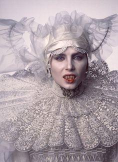 Lucy Westerna Dracula