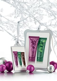 Vánoční nabídka balzámů na rty a krému na ruce - vše v krásném vánočním balení a jemné vůni vanilky.
