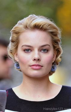 "Margot Robbie Photos Photos: Kelli Garner on set of ""Pan Am"" in New York Cabelo Margot Robbie, Margot Robbie Fotos, Atriz Margot Robbie, Margot Robbie Pictures, Margot Elise Robbie, Margo Robbie, Actress Margot Robbie, Margot Robbie Harley Quinn, Kelli Garner"