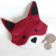 Are you a fan of the fox? This simple, fun and fast little Fox Coin Pouch is perfect for any fox lover. Small enough for your pocket. xox