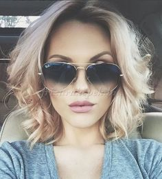 Trendy hairstyles to try in Photo galleries for short hairstyles, medium hairstyles and long hairstyles. Hairstyles for women over Hairstyles for straight, curly and wavy hair. Wavy Hair, New Hair, Messy Hair, Pretty Hairstyles, Straight Hairstyles, Medium Hair Styles, Curly Hair Styles, Great Hair, Hair Today
