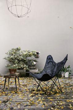 A stunning Italian loft BKF butterfly design chair Hardoy Ferrari
