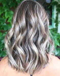 Among the many hair color trends for 2018 hues with a little smoke are on the rise to the top. Traditional blondes and brunettes covered with a veil of gray are the ultimate coolgirl hair color now. These ash blonde hair colors are all over Instagram and Pinterest too. If that color sounds a little too out there for you there are some subtle ash blonde trends that might surprise you too. Take a peek at a few of our favorites. Ash Blonde Hair With Highlights, Ash Blonde Hair Balayage, Silver Blonde Hair, Ash Hair, Brown Blonde Hair, Cool Ash Blonde, Dark Ash Blonde Hair, Grey Brown Hair, Girl Hair Colors