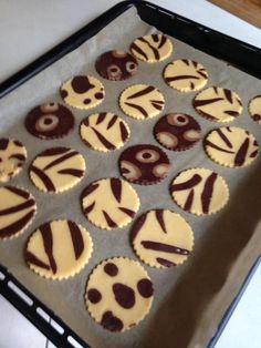 """Facilissimi da fare questi divertenti biscotti di frolla zebrati e leopardati doppio gusto... Perfetti per le feste dei bambini o per un """"Fashion Tea Time""""..."""