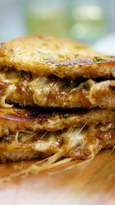 Sandwich de Cebolla y Queso Amazing combination of Gruyere, Cheddar and Mozzarella with a special caramelized onion. Gourmet Recipes, Cooking Recipes, Healthy Recipes, Cooking Box, Camping Cooking, Cooking Rhubarb, Cooking Torch, Cooking Cake, Cooking Videos