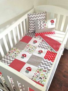 Toadstool Baby Quilt and 2 cushions set Love the pattern- small and large dots and print, chevron and application.it's pretty gender neutral too! Cot Quilt, Quilt Baby, Quilting Projects, Sewing Projects, Baby Kind, Baby Crafts, Baby Sewing, Quilt Patterns, Barn