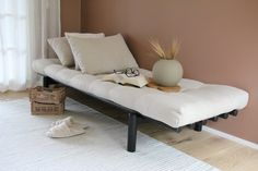 #daybed #päivävuode #futonnetti #pacedaybed #vuodesohva Scandinavian Style, Daybed, Entryway Bench, Furniture, Ideas, Home Decor, Entry Bench, Bed Couch, Hall Bench