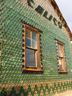 A bottle houses and walls are building construction style which usually uses glass bottles (although mason jars, glass jugs may be used . Old Buildings, Abandoned Buildings, Abandoned Places, Bottle House, Bottle Wall, Glamping, Calico Ghost Town, Roadside Attractions, Ghost Towns