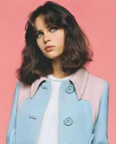 Love these pastel blues and harshly cut hair Felicity Jones - Vogue UK - February 2014 Hair Inspo, Hair Inspiration, Character Inspiration, Pretty People, Beautiful People, Short Hair Cuts, Short Hair Styles, Bob Styles, Photographie Portrait Inspiration