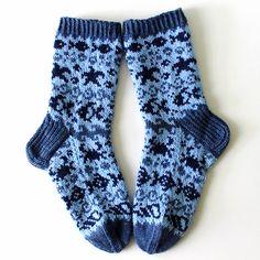 Ravelry: Fisukat pattern by Niina Laitinen Knitting Charts, Knitting Socks, Free Knitting, Knitting Patterns, Crochet Patterns, Knit Socks, Boot Toppers, Fair Isle Knitting, Slipper Socks