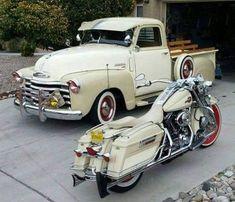 Victory Motorcycles, Honda Motorcycles, Vintage Motorcycles, Old Classic Cars, Classic Bikes, Womens Motorcycle Helmets, Motorcycle Girls, Ducati Monster Custom, Harley Bikes