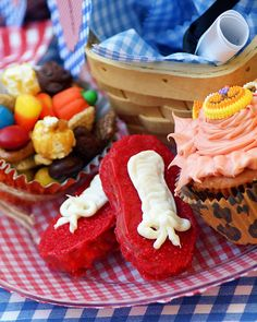 Wizard of oz party...love the scarecrow crunch.