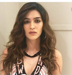 Bollywood Actress Kriti Sanon Latest HD Photos and Wallpapers Bollywood Girls, Bollywood Celebrities, Bollywood Fashion, Beautiful Bollywood Actress, Beautiful Indian Actress, Beautiful Actresses, Actor Picture, Beautiful Blonde Girl, Cute Girl Face