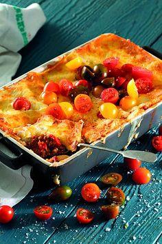 Gee nuwe lewe aan 'n pakkie lensies met die heerlike lasagne-dis! Pepperoni, Pizza, Food, Lasagna, Essen, Meals, Yemek, Eten