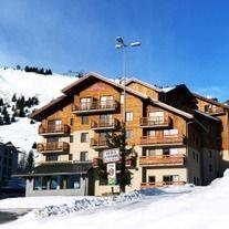 Rezervaţi 7 nopti la schi în Franta incepand cu 157€ Skiing, Cabin, House Styles, Home Decor, Ski, Decoration Home, Room Decor, Cabins, Cottage