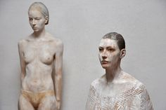 Italian artist Bruno Walpoth creates these unbelievably lifelike sculptures of people and detailed human body with wood… http://www.walpoth.com/wood.html#