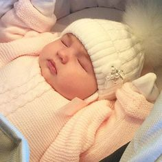 Knit Cardigan Models For Baby Girls – Knitting And We So Cute Baby, Cute Baby Videos, Cute Baby Pictures, Boy Pictures, Baby Kind, Cute Baby Clothes, Cute Kids, Adorable Babies, Cutest Babies