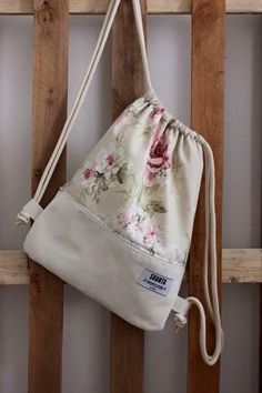Shanta Gymbag Wien in 1080 Wien for for sale Shpock Diy Sewing Projects, Sewing Crafts, Bag Patterns To Sew, Sewing Patterns, String Bag, Patchwork Bags, Fabric Bags, Kids Bags, Cloth Bags