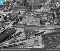 ENGLAND The Trent Navigation Company warehouse on Island Wharf, Nottingham, 1932 Old Pictures, Old Photos, Nottingham Station, Present Day, Britain, City Photo, Nostalgia, England, Nottingham