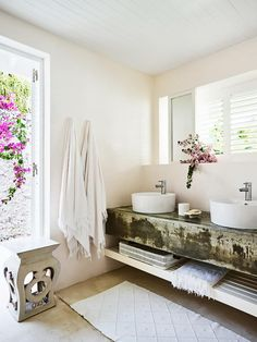 Rustic style bathroom. | Photo: Anson Smart | Story: BELLE