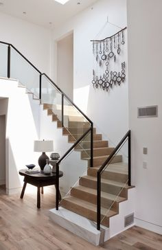 This clean lined, modern beach house is a re-invention of beach style design, carried out by DISC Interiors, situated in Manhattan Beach, California. Stair Railing Design, Home Stairs Design, Interior Stairs, House Design, Glass Stair Railing, Railings, Banisters, Stair Banister, Balcony Railing