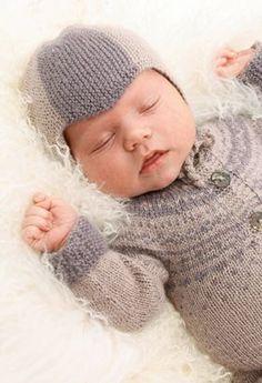 Strikkeopskrift fra Drops, blød strik til baby, strikket babyhue og sparkedragt