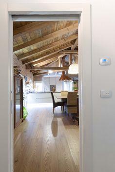 Vimar referenza a Venezia con la serie Arké esempio installazione domotica con i pulsanti e il cronotermostato in corridoio