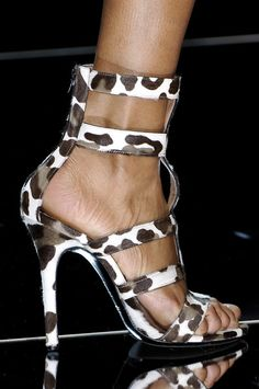 Inspirational Winter Shoess Designs For 2019 Hot Shoes, Crazy Shoes, Me Too Shoes, Shoes Heels, Sexy Heels, High Heels, Stilettos, Baskets, Vogue