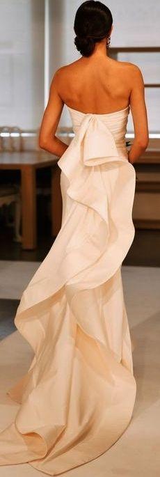 One of the best designers Oscar de la Renta. RIP. Love this dress.