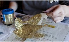 Looking for a festive way to add some sparkle to your pre-Academy Awards show libations? Here's a set of DIY Glitter Champagne Flutes that'll do just the trick. They're practicall… Wine Bar Restaurant, How To Make Glitter, Wine Glass Crafts, Free Art Prints, Oscar Party, Diy Centerpieces, 80th Birthday, Champagne Flutes, Diy Wedding