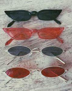 pink sunglasses 20 Summer Cool Sunglasses For Women - Goggle - Ideas of Goggle - 20 Summer Cool Sunglasses For Women. Vintage metal picture frame claret black eyeglass and pure color pink sunglasses. Cute Sunglasses, Sunglasses Women, Sunnies, Summer Sunglasses, Vintage Sunglasses, Casual Chic, Cat Eye Colors, Lunette Style, Accesorios Casual