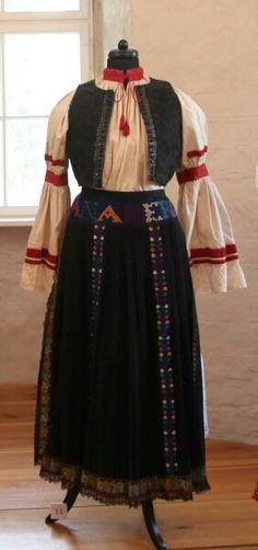 Romanian folk costumes Folk Costume, Costumes, Renaissance, Textiles, Victorian, Traditional, Skirts, Dresses, Fashion