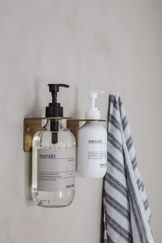 Store your Meraki hand soap with a nice and elegant way with the wall bracket from Meraki. The wall bracket is named Supply and is of stainless steel. Afterwards, it has been covered with brushed brass which provides it with a raw and. Douche Design, Home Spray, Boutique Deco, Support Mural, Soap Pump, Soap Holder, Wall Brackets, House Doctor, Liquid Soap